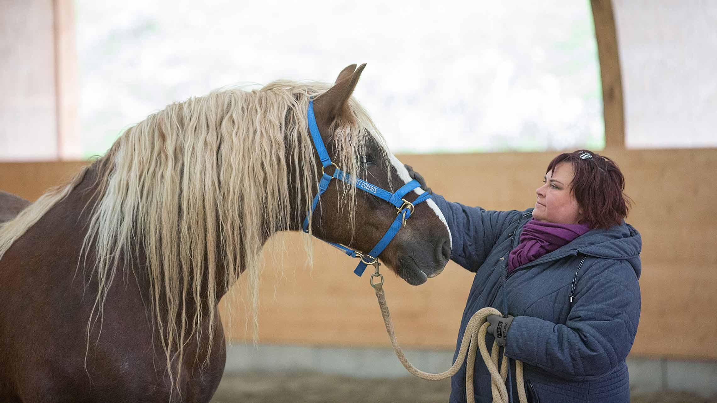 Dr. med. Monika Meier mit Pferd